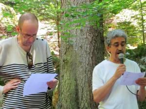 Lecture croisée avec mon amis Patrick chemin lors de la promenade littéraire sur le sentier des Pointières ALBERTVILLE (SAVOIE) en hommage au poète H MOLLIEX le 09 juillet 2016