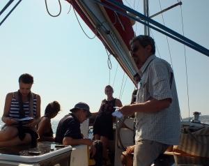 Intervention à Sète. Lecture du poème TAMGHARTE N'ANEFGOU en arabe et en français sur un voilier en présence du poète grec Iossif Ventura.