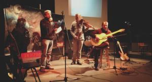 Soirée de L'Instant du vendredi 29 janvier 2016 à la MJG d'Aix-les-Bains (SAVOIE) Lecture croisée arabe français, accompagnée en musique par Jean-Marc Vignoli et Jean-Pierre Biskup